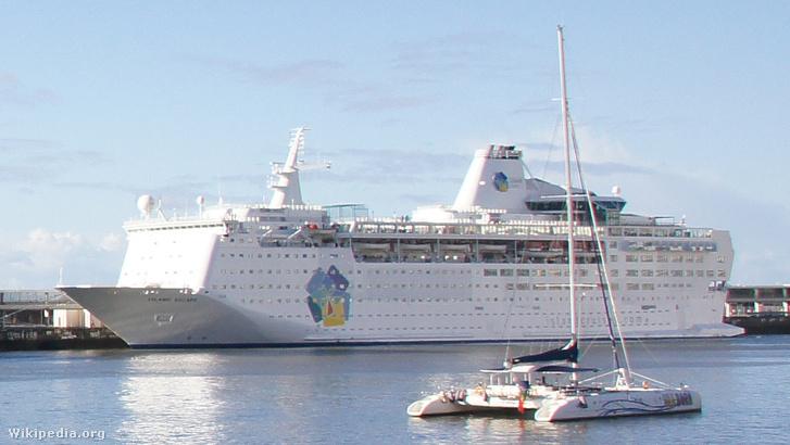 2011-03-05 03-13 Madeira 121 Funchal, Hafen (Island Escape) (1)