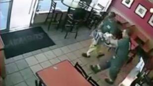 Videó: Megszülte a gyerekét egy gyorsétterem vécéjében, aztán hazament