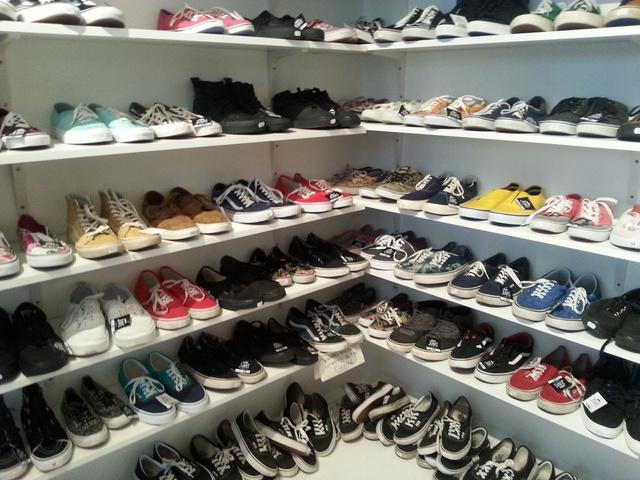 Judas: új bolt nyílt a Telep emeletén, tele Vans cipőkkel