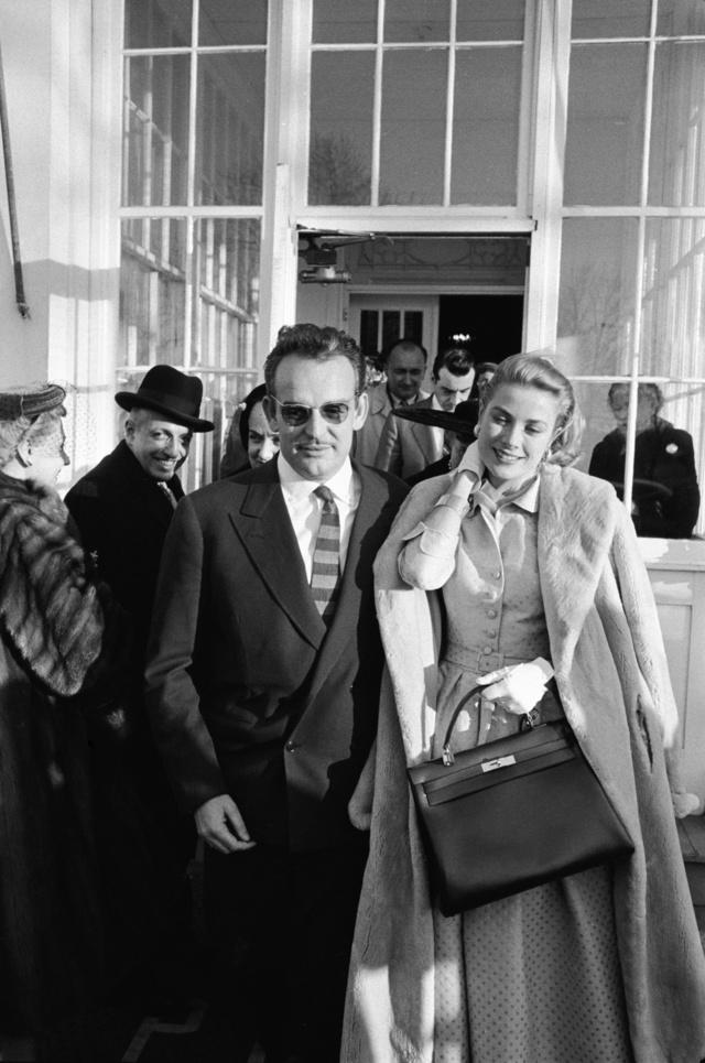 Grace Kelly, a monacói herceg és a híres Hermes táska 1956-ban, Pennsylvaniában.