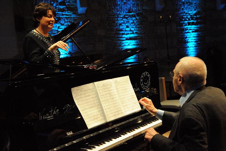 Summers és Kurtág György a színpadon