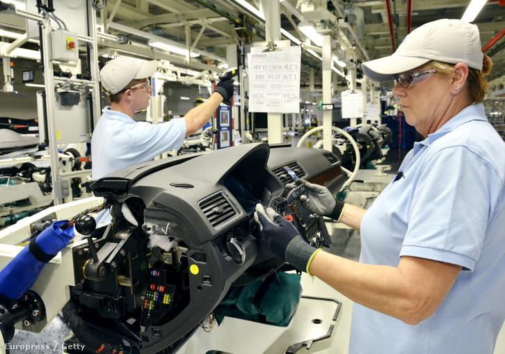 Dolgozók a Tennessee állambeli Chattanoogában működő Volkswagen gyárban