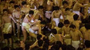 Pucéran verekedtek össze egy japán fürdőben