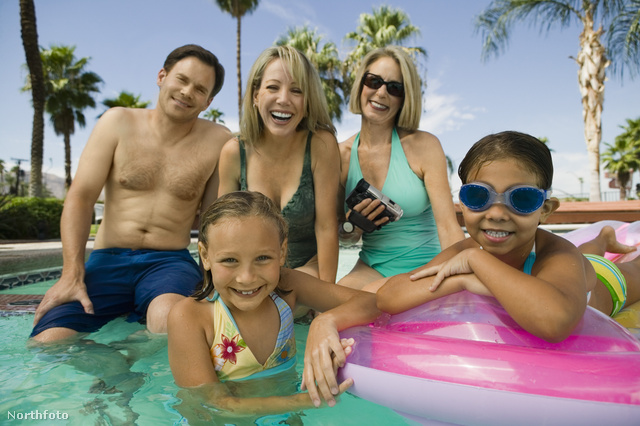 Akár 30 százalékkal olcsóbban is megúszhatjuk a nyaralást, ha kihasználjuk az előfoglalási akciókat. És akkor lesz okunk hasonlóan vigyorogni a pálmafák alatt