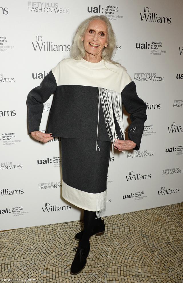 Egészen elképesztő, de Daphne Selfe 1949 óta modellkedik és idén tölti be a 87. életévét.