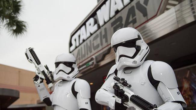 Hatalmas Csillagok háborúja részleggel bővül Disneyland