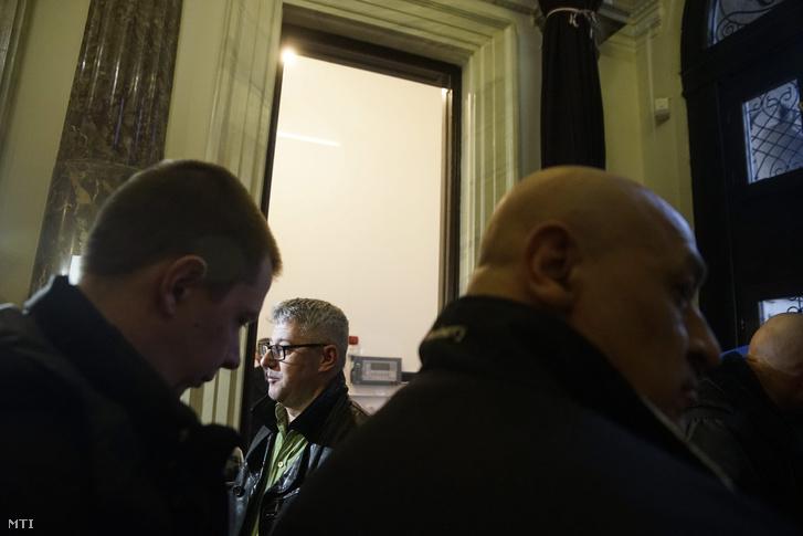 Nyakó István MSZP-s politikus volt országgyûlési képviselõ Budapesten a Nemzeti Választási Iroda épületében 2016. február 23-án.