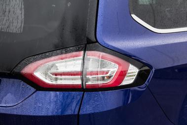 Érdekes hátsó lámpákat rajzolnak mostanában a Fordnál