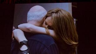 Céline Dion elsírta magát a színpadon, mikor a férjére emlékezett