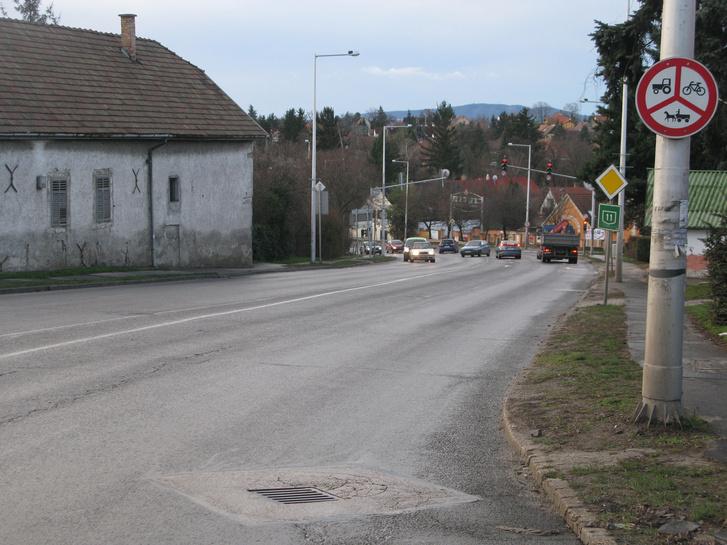 Élettér: helyzetkép hétköznap délelőtt, 9 óra körül. Ez az a forgalom, amelybe nem engedhetők be a kerékpárosok...