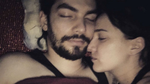 Tóth Gabi már alvás közben is látványosan szerelmes