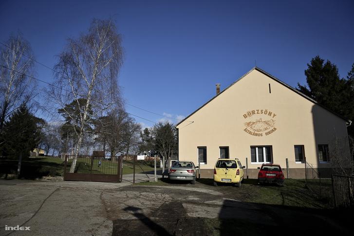 A nagyoroszi iskola udvarára álmodták a tornatermet