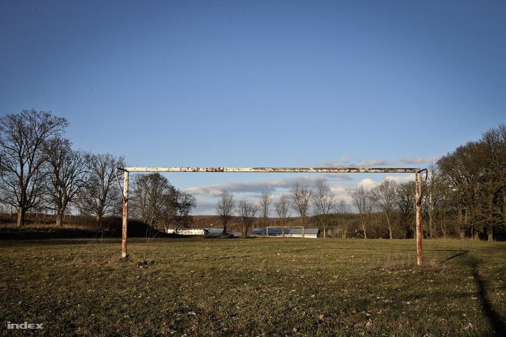 A régi nézsai focipálya, ahol a hőskorban még NB III.-as meccseket is játszottak