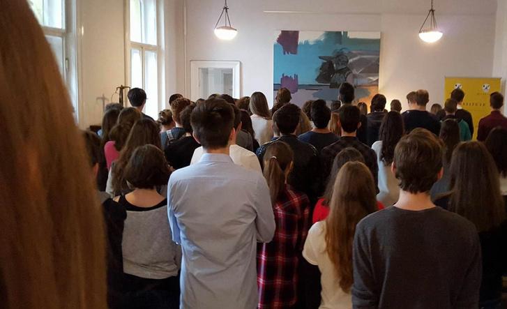 A Milestone Intézetben 80-100 diák gyűlt össze tanítás helyett.