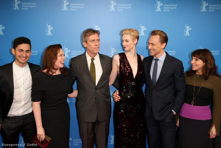 Amir El-Masry, Olivia Colman, Hugh Laurie, Elizabeth Debicki, Tom Hiddleston és director Susanne Bier