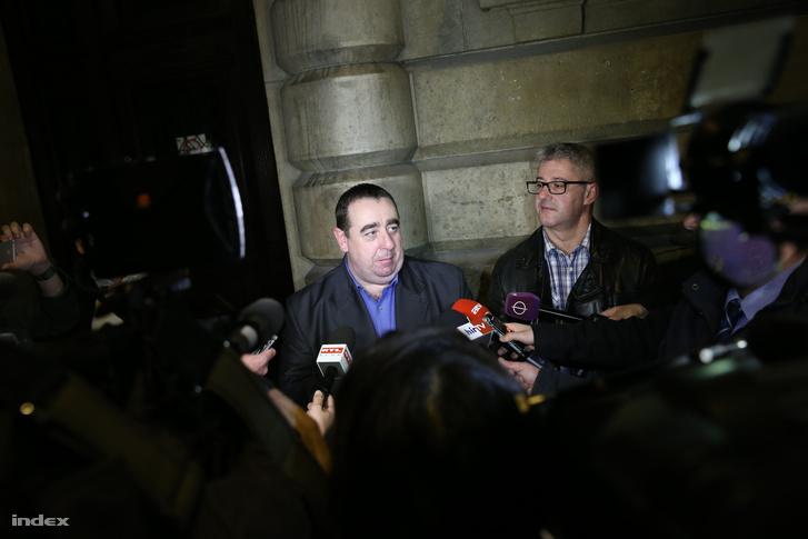 Lukács Zoltán és Nyakó István sajtótájékoztatója a döntés után a Nemzeti Választási Iroda előtt.