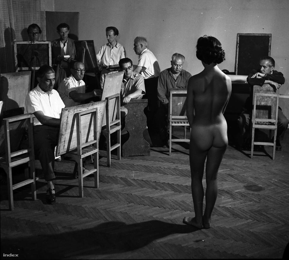 Aktot festenek a Vasas szakszervezet amatőr képzőművészei, 1954.