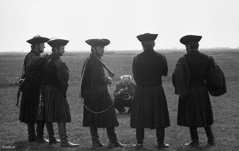 A csikósok és a turista a Hortobágyon, a hetvenes években.