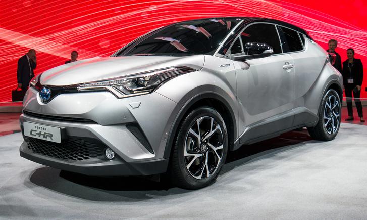 Toyota C-HR - Két éve mutattak egy SUV-kupét, azt a formát húzták rá erre az ötajtós gépre: a hátsó ajtó alig látszik