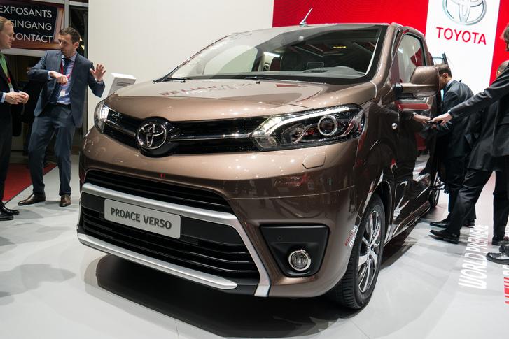 Toyota Proace - A Citroen Spacetourer és a Peugeot Traveller testvére, a PSA gyártja, de a kocsi közös tervezés