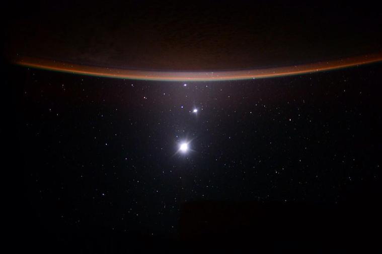 Egy képen a Föld a Jupiter a Vénusz és a Hold