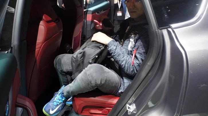 Az átlagos méretű indonéz így fér el az új Maserati SUV-ban