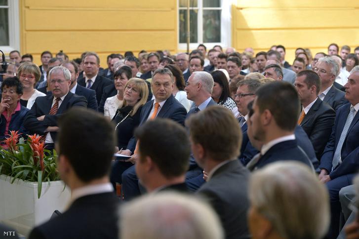 Fazekas Sándor és Balog Zoltán a 2010-es kormányalakítás ötödik évfordulójára rendezett tanácskozáson (2015)