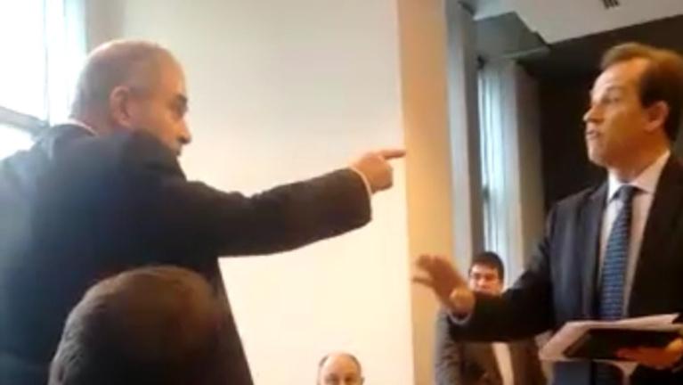 Megint a kopaszok: ezúttal magyar képviselővel üvöltöztek