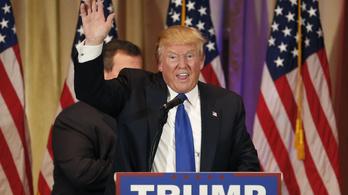 Trump kamerák előtt bizonygatta, nagy farka van