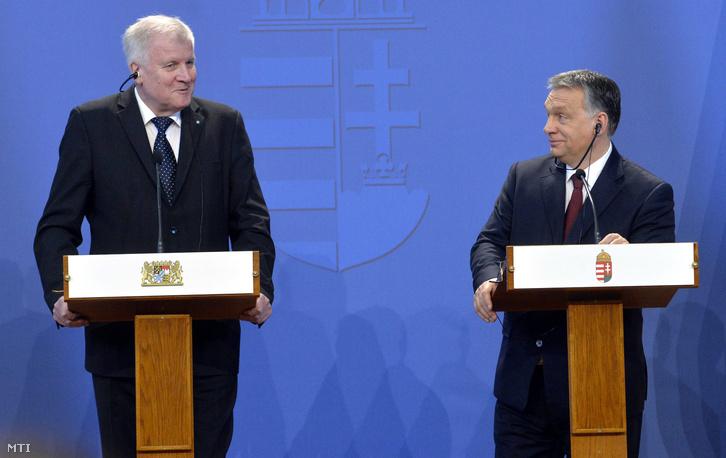 Orbán Viktor miniszterelnök (j) és vendége, Horst Seehofer bajor tartományi miniszterelnök