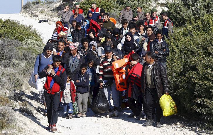 A török-görög határt naponta közel kétezer menekült lépi át
