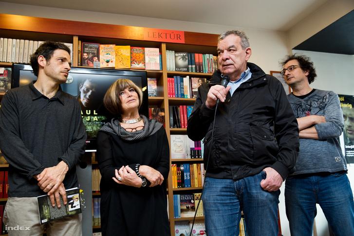 Röhrig Géza főszereplő, Váradi Júlia szerző, Rajk László díszlet- és látványtervező és Zányi Tamás hangmester a könyv bemutatóján.