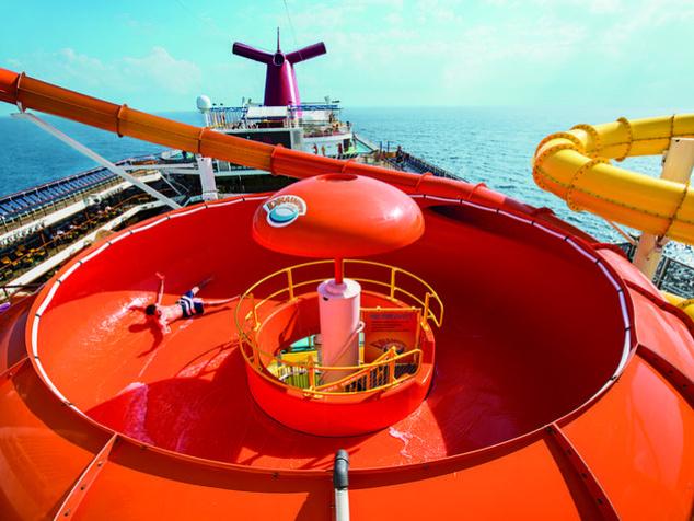 És hát nem lehet rosszabb ez a dugóhúzóra keresztelt csúszda sem a Carnival Magic hajó fedélzetén