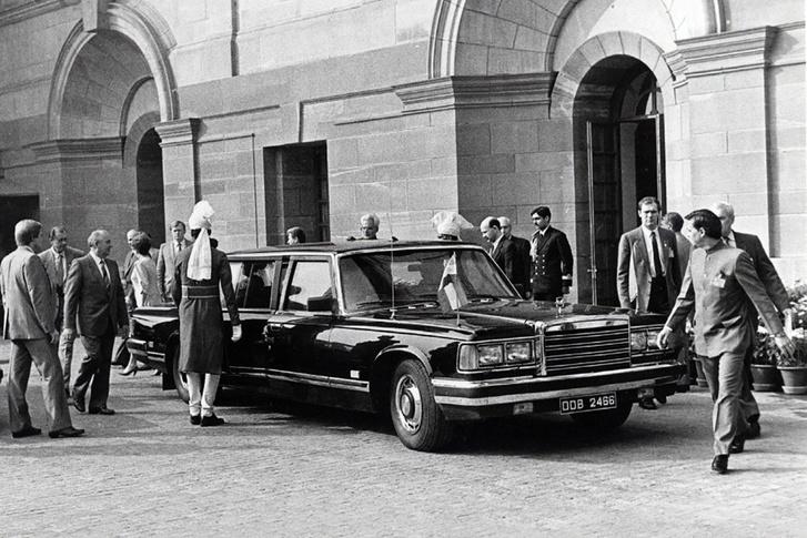 A ZIL 41052 és különböző változatai nem csak Gorbacsovot szolgálták, hanem sok más magas rangú szovjet és orosz politikai vezetőt. Az utolsó használója Borisz Jelcin volt