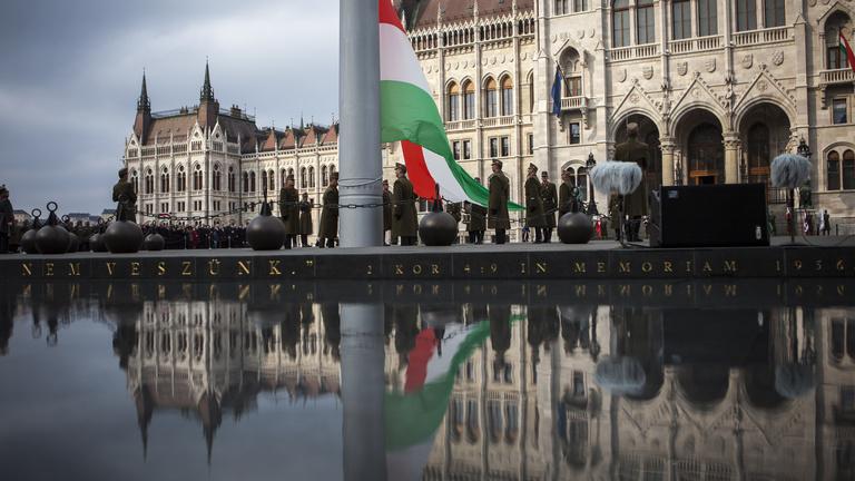 Március 15.: az MSZP az NVI előtt tüntet, a tanárok a Kossuth téren