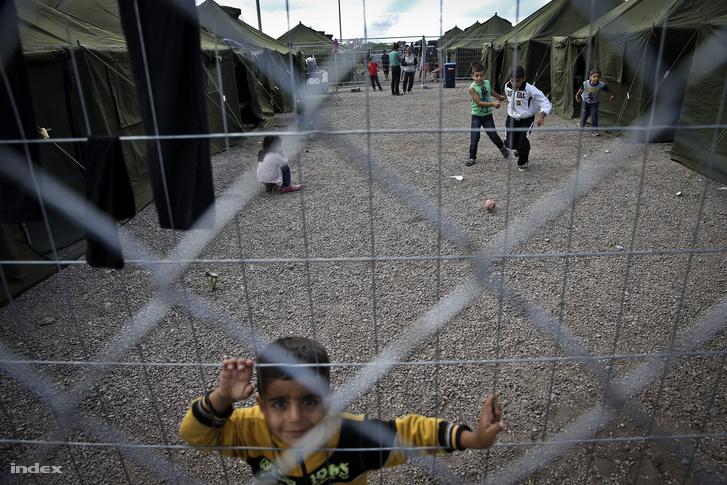 A röszkei menekülttábor 2015 szeptemberében