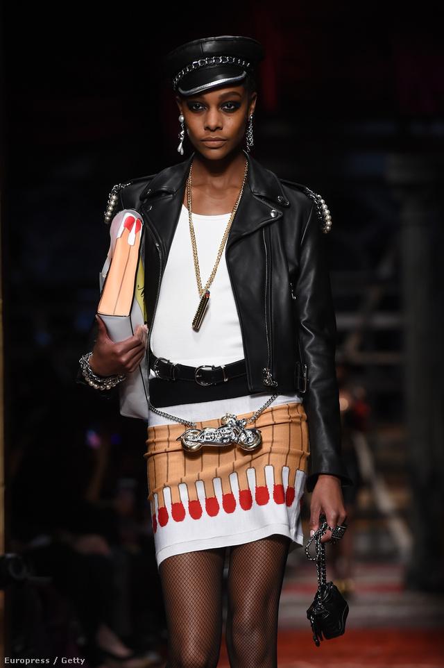 Gyufákkal díszített szoknya és táska a Moschino kifutóján.