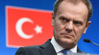 Tusk: Véget értek az illegális migráció napjai