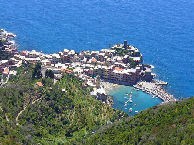 Szédítő ösvények a Cinque Terre halászfalvai felett