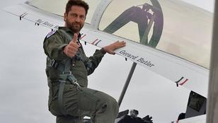 Gerard Butler pilótaruhában: élvezethalmozás