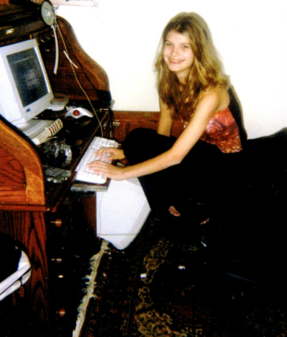 Alicia 13 in front of computer.png