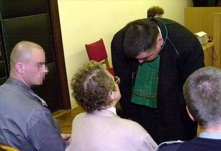 Repülős Gizi 2001-ben, az Encsi Városi Bíróságon