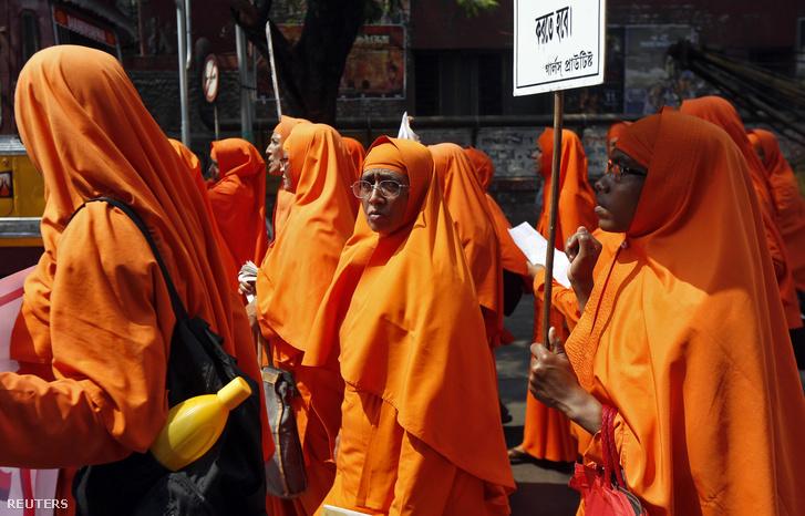 Hindu nők felvonulása a nemi erőszak ellen, a nemzetközi nőnapon, Indiában