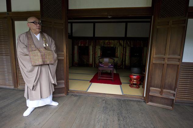 Kunitomo Noriaki a Buddhista Világszövetség elnöke is ellátogatott a kiotói Daidzsin buddhista templomba