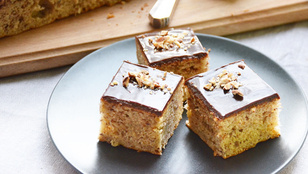 Pénteki süti: mogyorós-banános kocka