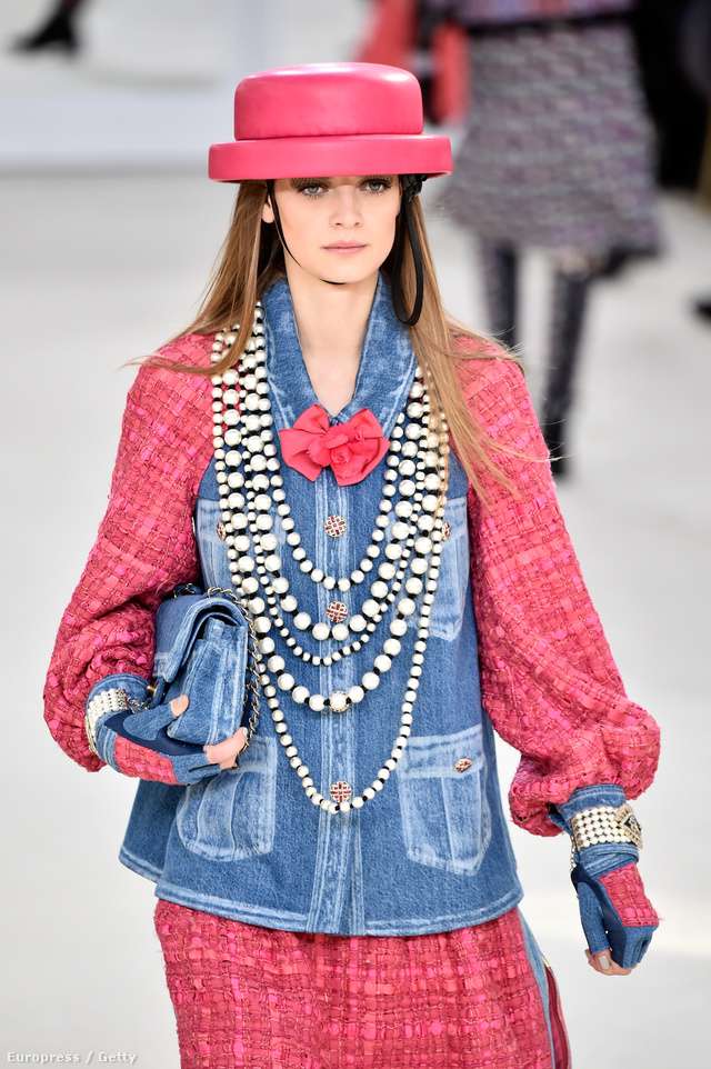 Farmerrel kombinálta a tweed anyagot Karl Lagerfeld.