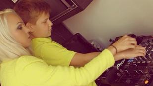 VV Seherezádé a DJ szakmát tanítja öccsének