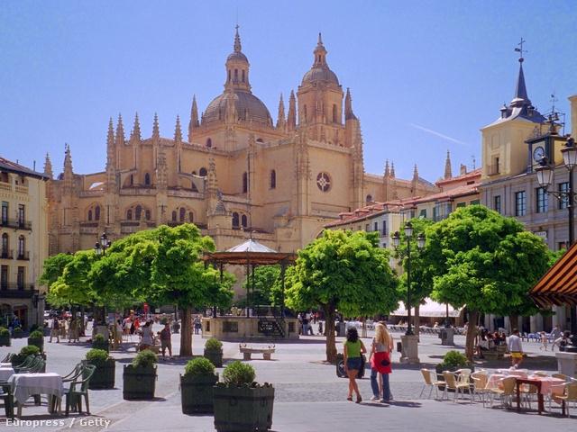 Segovia hangulatos főtere