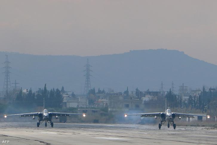 Orosz vadászrepülők egy észak-nyugati szír légibázison.
