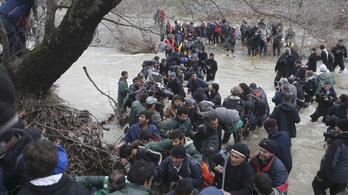 Átjutottak a menekültek a görög-macedón határon